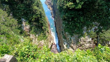 【馬ケ背】柱状節理の断崖絶壁を見る!歩く!絶景が広がる観光名所